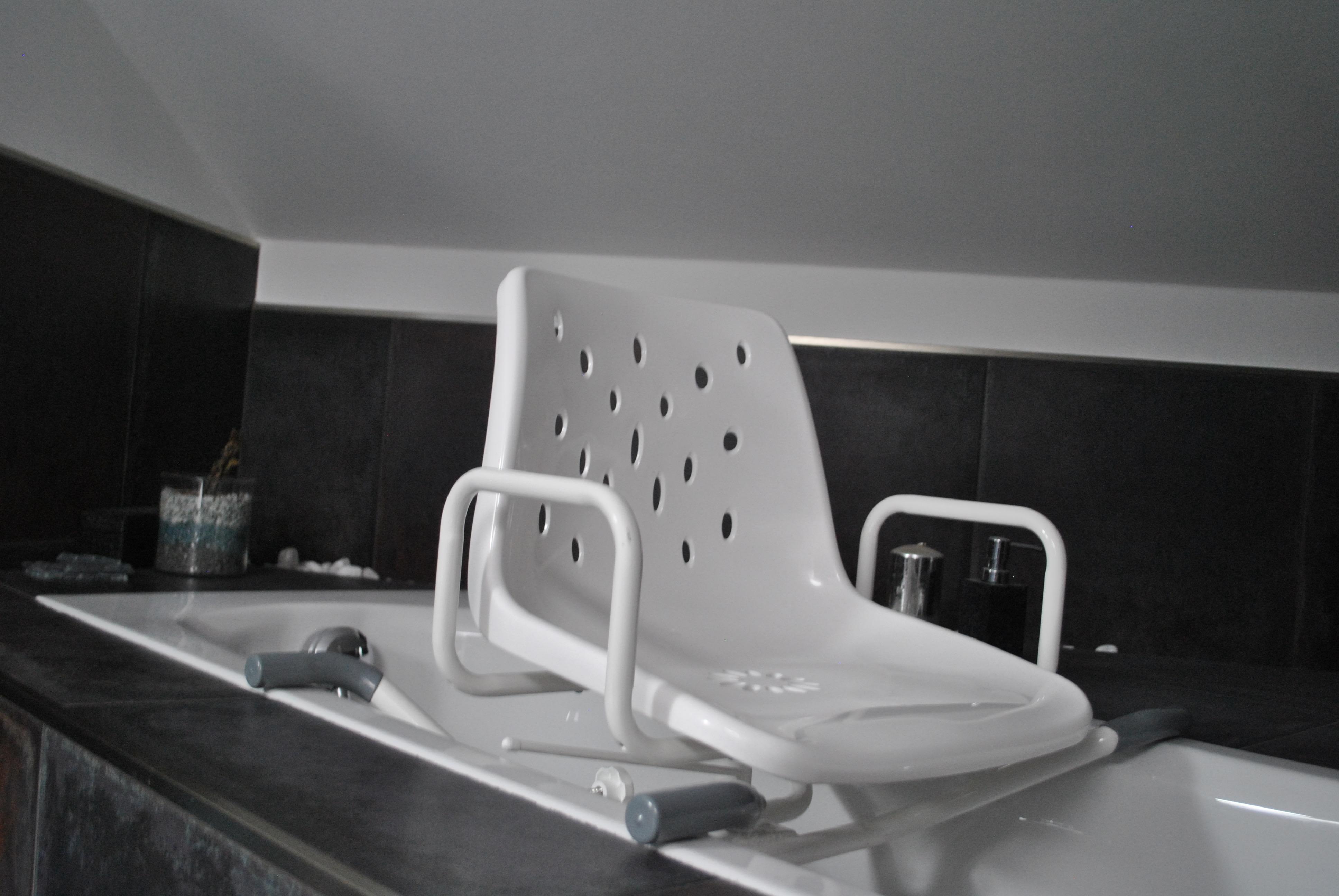 Sedia girevole per vasca da bagno per anziani e disabili